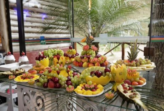 barbecue fruit table